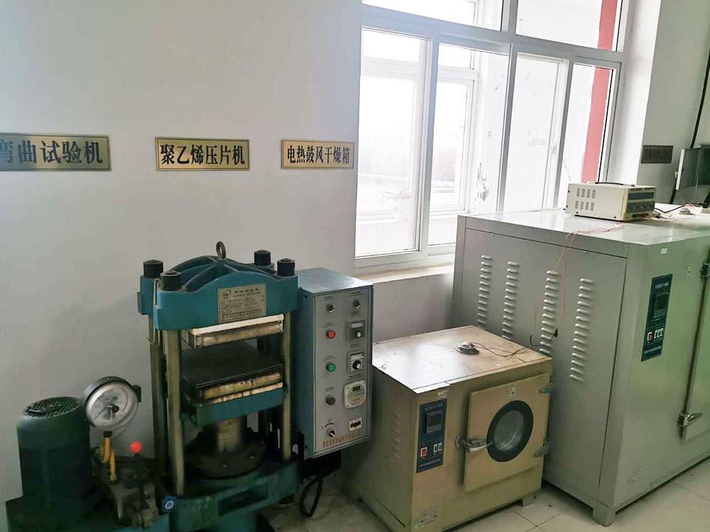 弯曲试验机、聚乙烯压片机、电热鼓风干燥箱